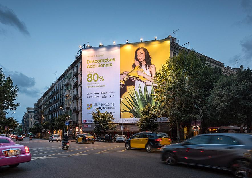 lona-publicitaria-barcelona-valencia-242-outlet-viladecans-noche-vsa-comunicacion
