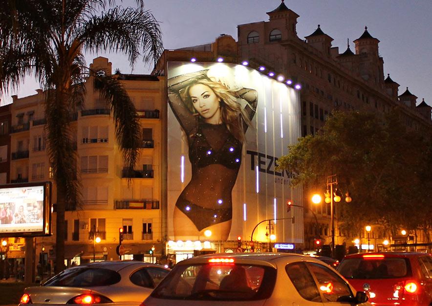 lona-publicitaria-valencia-gran-via-fernando-el-catolico-15-tezenis-noche-vsa-comunicacion