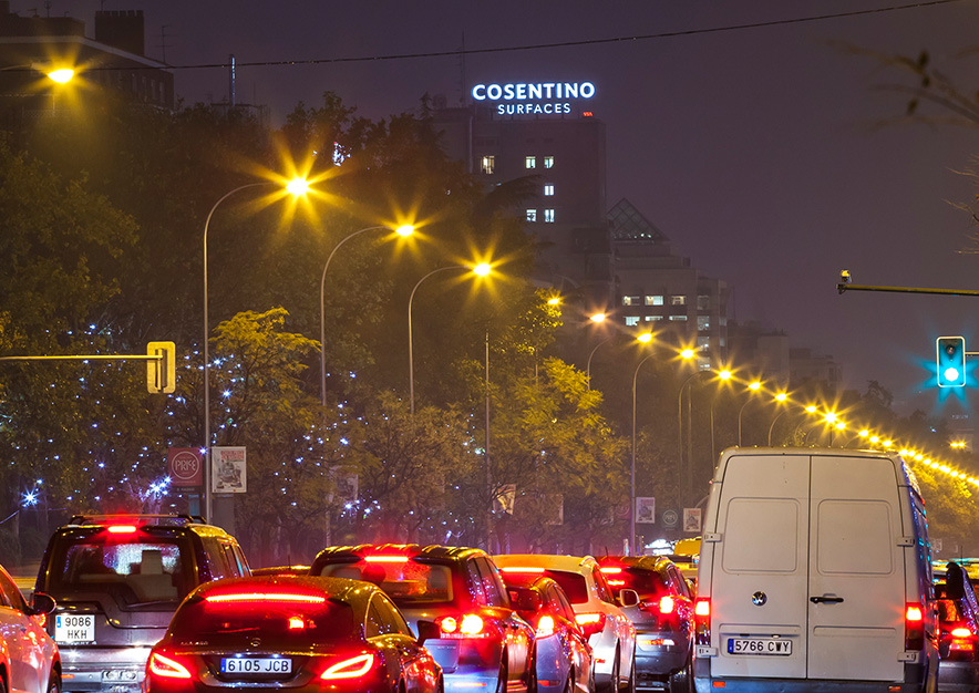 rotulo-luminoso-madrid-paseo-castellana-116-cosentino-surfaces-slide-vsa-comunicacion