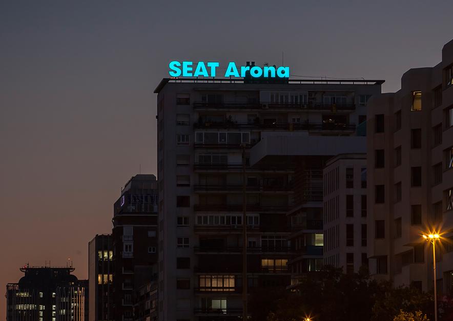 rotulo-luminoso-madrid-paseo-castellana-181-seat-arona-slide-2-vsa-comunicacion
