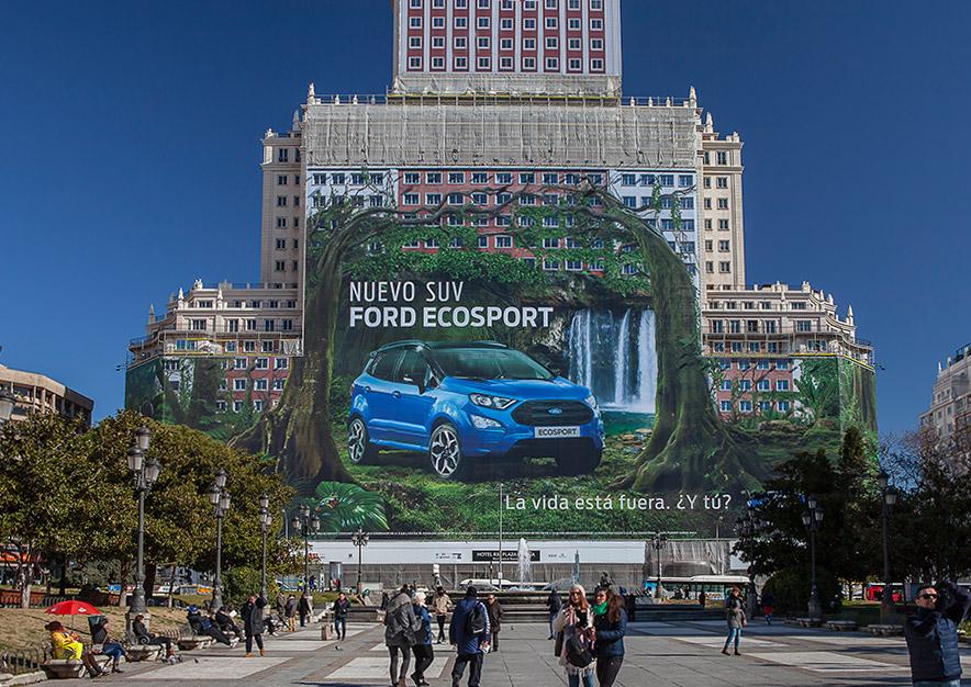lona-publicitaria-madrid-plaza-espana-ford-ecosport-nuevo-suv-dia-frontal-vsa-comunicacion