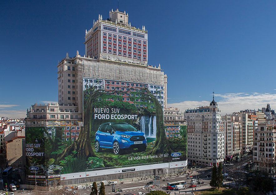 lona-publicitaria-madrid-plaza-espana-ford-ecosport-nuevo-suv-dia-panoramica-vsa-comunicacion