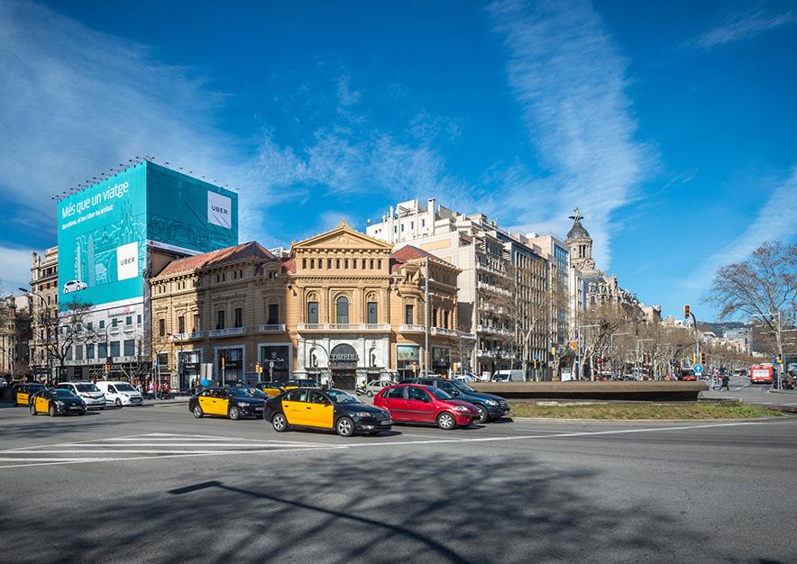 lona-publicitaria-barcelona-gran-via-corts-catalanes-605-uber-dia-vsa-comunicacion