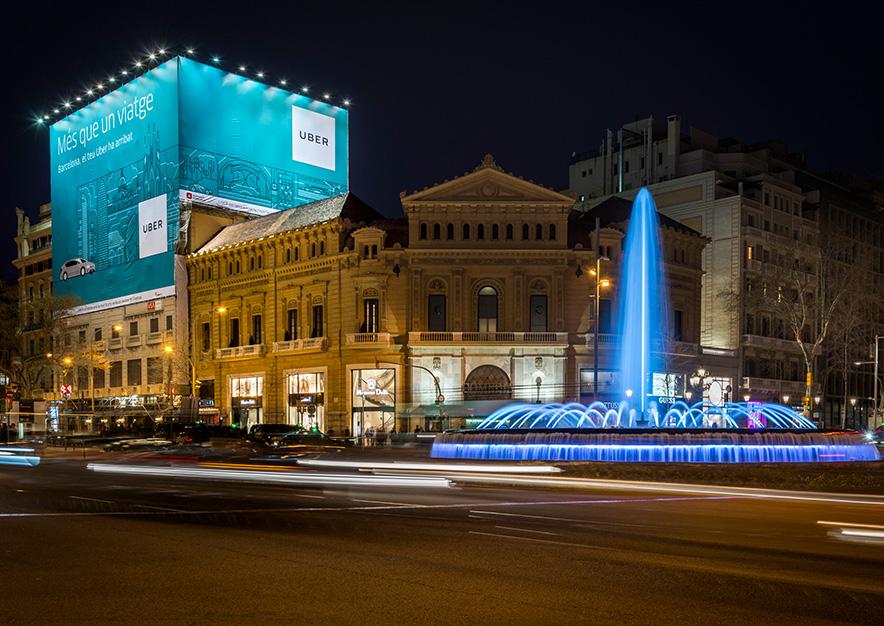 lona-publicitaria-barcelona-gran-via-corts-catalanes-605-uber-noche-vsa-comunicacion
