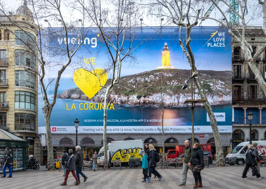 lona-publicitaria-barcelona-ramblas-125-vueling-la-coruna-dia-vsa-comunicacion