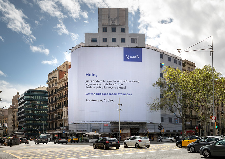 lona-publicitaria-barcelona-balmes-15-cabify-dia-vsa-comunicacion