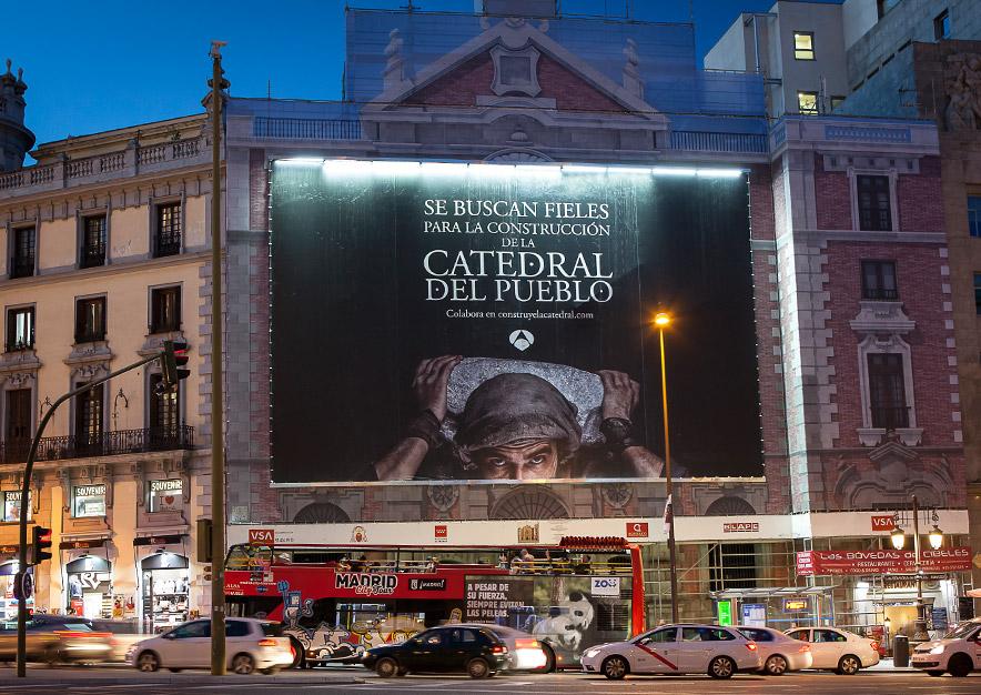 lona-publicitaria-madrid-alcala-43-la-catedral-del-mar-antena-3-frontal-vsa-comunicacion