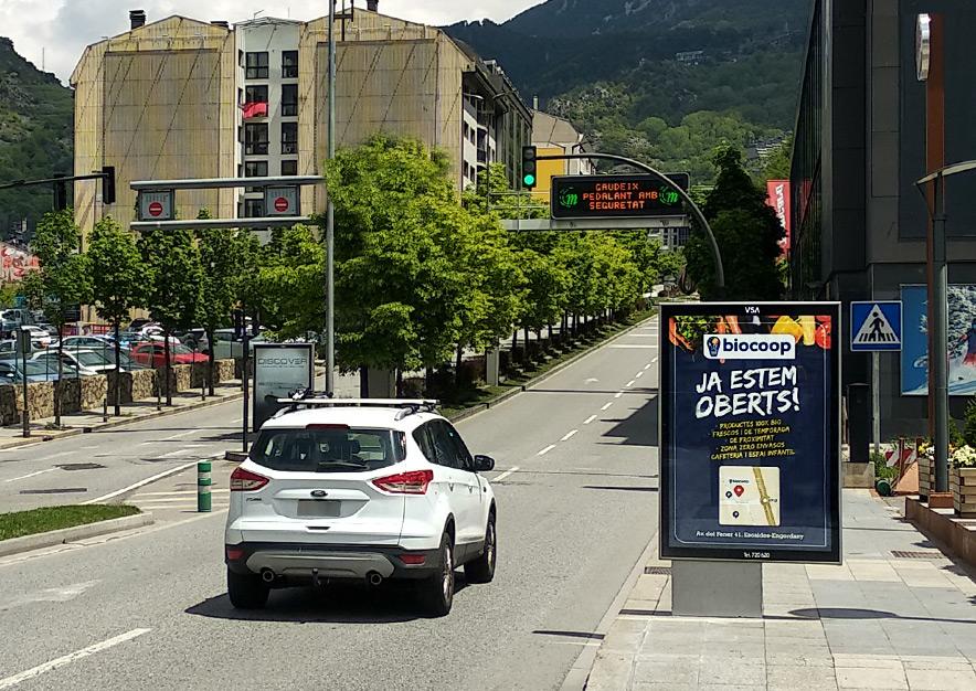 mobiliario-urbano-oppi-publicidad-exterior-biocoop-andorra-la-vella-vsa-comunicacion