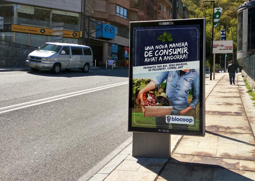 mobiliario-urbano-oppi-publicidad-exterior-biocoop-cerca-andorra-la-vella-vsa-comunicacion