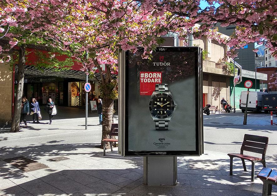 mobiliario-urbano-oppi-publicidad-exterior-tudor-geneve-andorra-la-vella-vsa-comunicacion