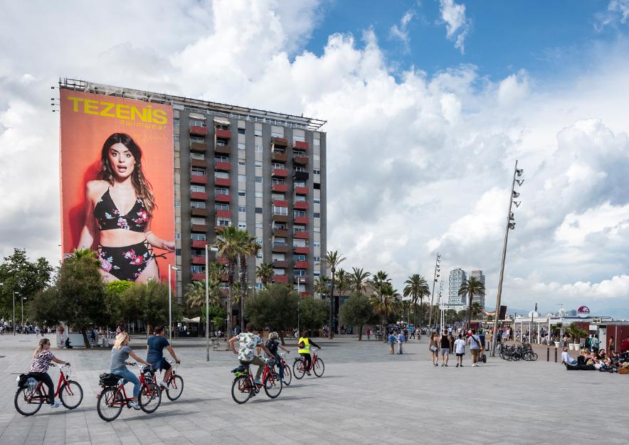 lona-publicitaria-barcelona-plaza-del-mar-1-tezenis-dulceida-dia-vsa-comunicacion