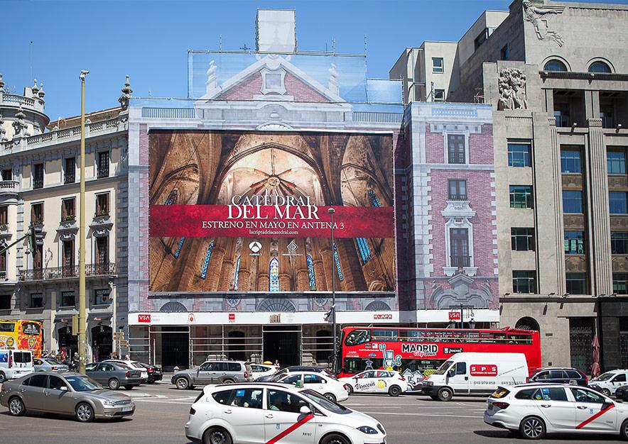 lona-publicitaria-madrid-alcala-43-la-catedral-del-mar-estreno-antena-3-frontal-vsa-comunicacion