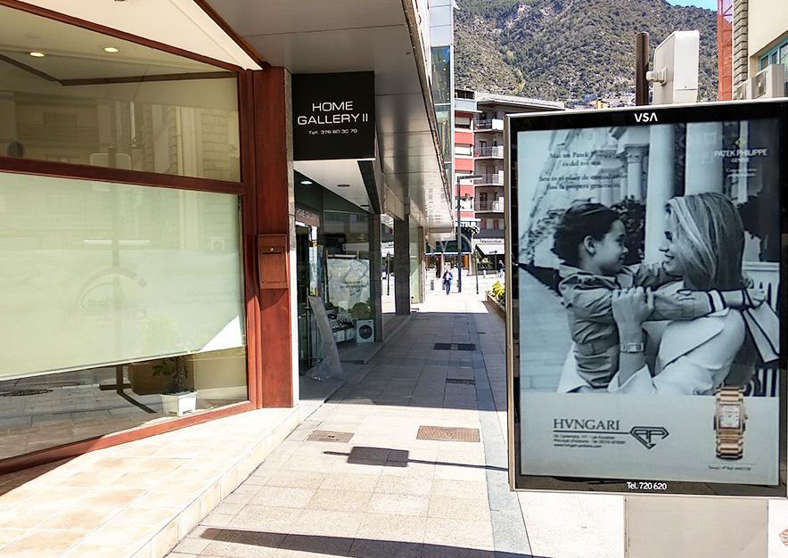 mobiliario-urbano-oppi-publicidad-exterior-hvngari-patek-philippe-mujer-cerca-andorra-la-vella-vsa-comunicacion