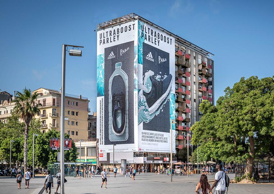 lona-publicitaria-barcelona-plaza-del-mar-1-adidas-dia-vsa-comunicacion