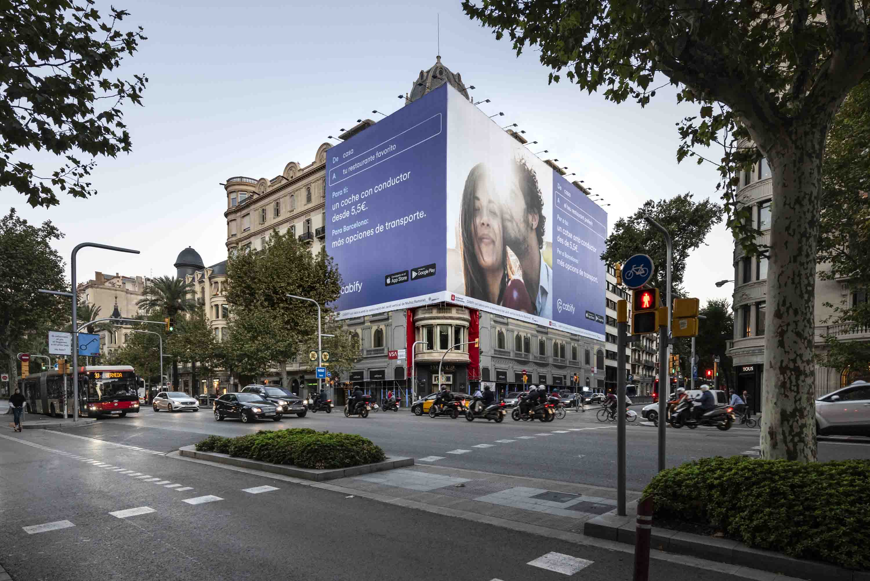 lona-publicitaria-barcelona-avenida-diagonal-482-cabify-dia-vsa-comunicacion