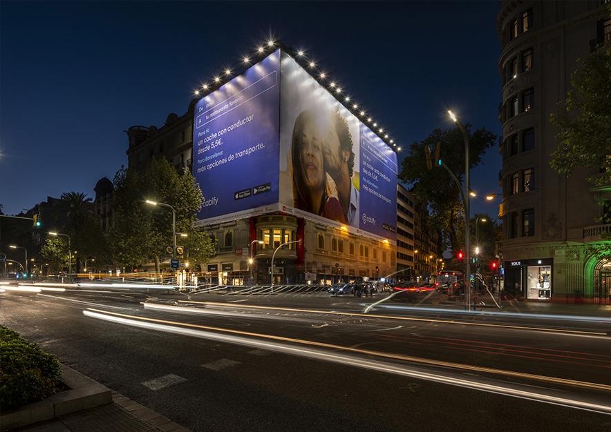 lona-publicitaria-barcelona-avenida-diagonal-482-cabify-noche-vsa-comunicacion