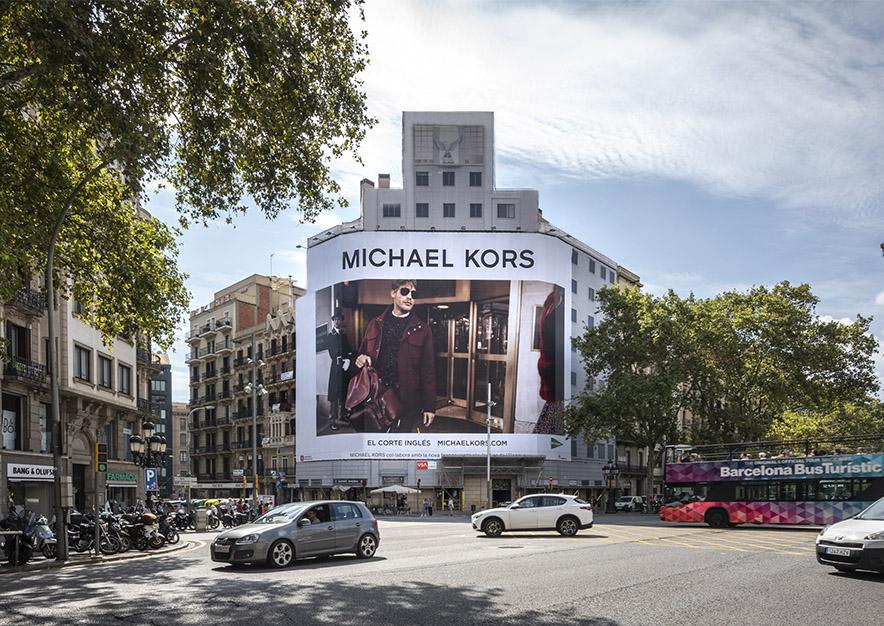 lona-publicitaria-barcelona-balmes-15-michael-kors-dia-vsa-comunicacion