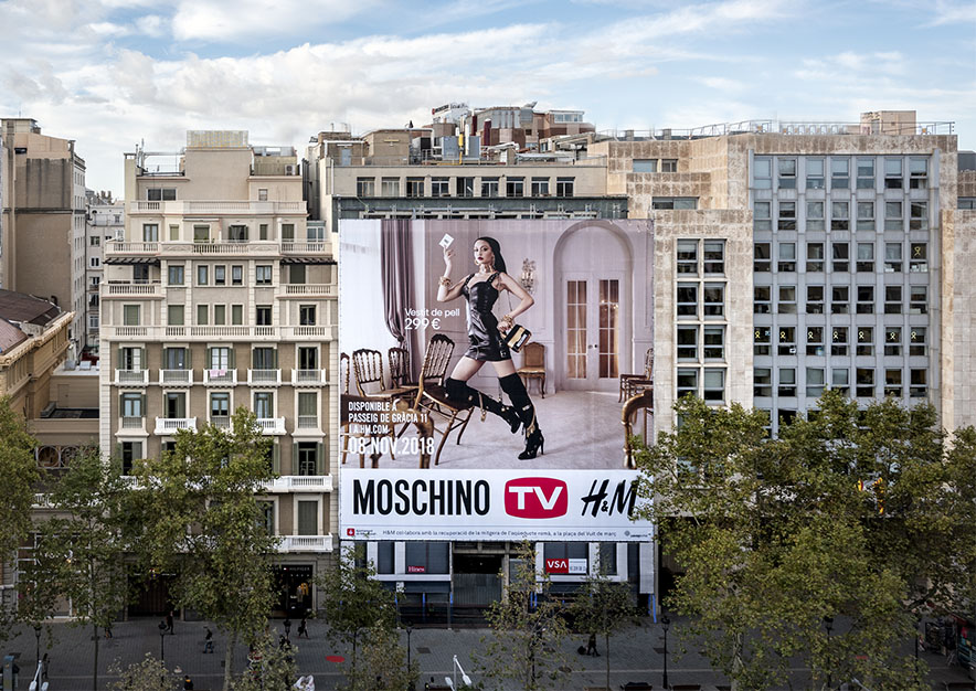 lona-publicitaria-barcelona-paseo-de-gracia-17-HM-dia-vsa-comunicacion