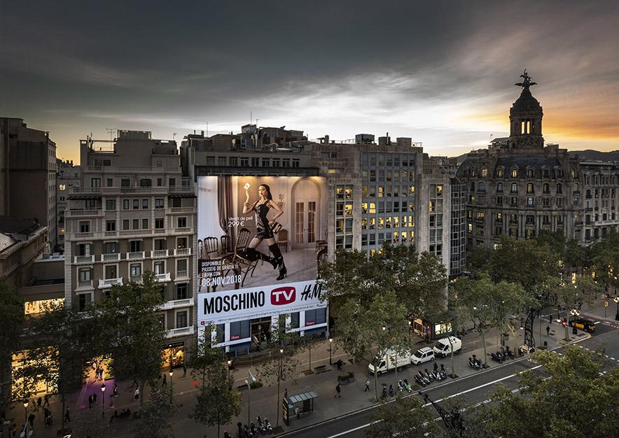 lona-publicitaria-barcelona-paseo-de-gracia-17-HM-noche-vsa-comunicacion