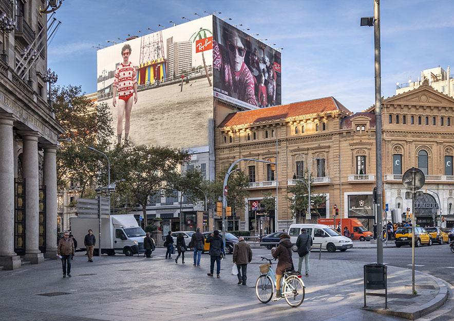 lona-publicitaria-barcelona-gran-via-corts-catalanes-605-ray-ban-2-dia-vsa-comunicacion