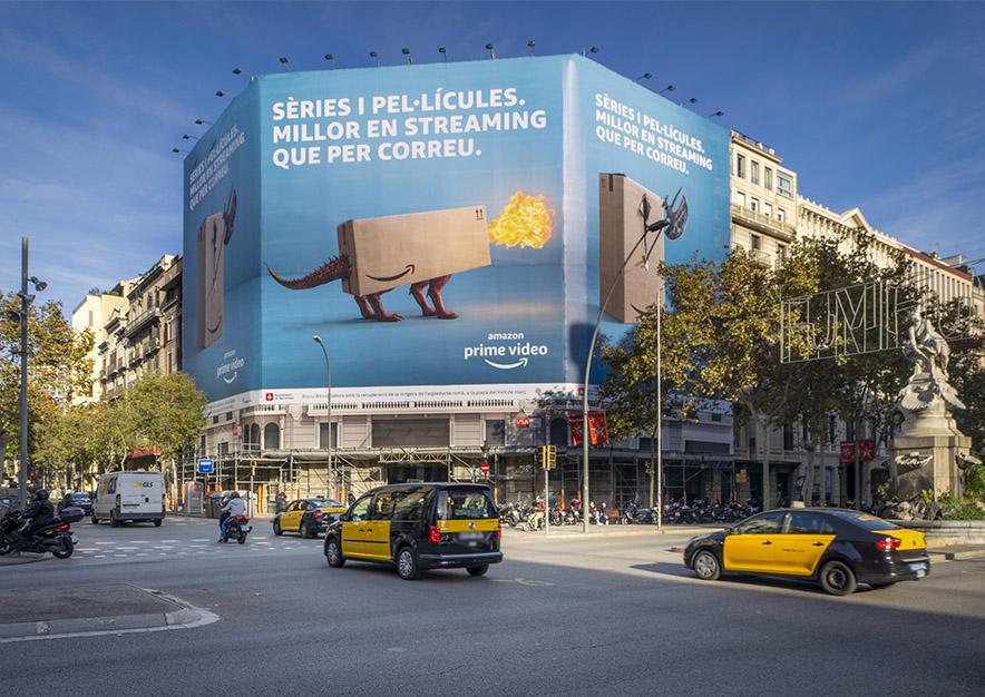 lona-publicitaria-barcelona-gran-via-corts-catalanes-635-amazon-dia-vsa-comunicacion