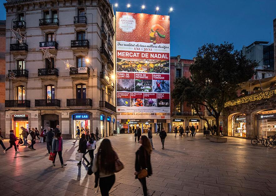 lona-publicitaria-barcelona-puerta-del-angel-2-poblet-de-nadal-noche-2-vsa-comunicacion