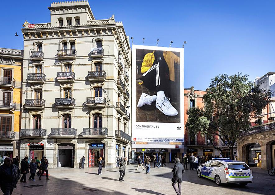 lona-publicitaria-barcelona-puerta-del-angel-adidas-dia-2-vsa-comunicacion