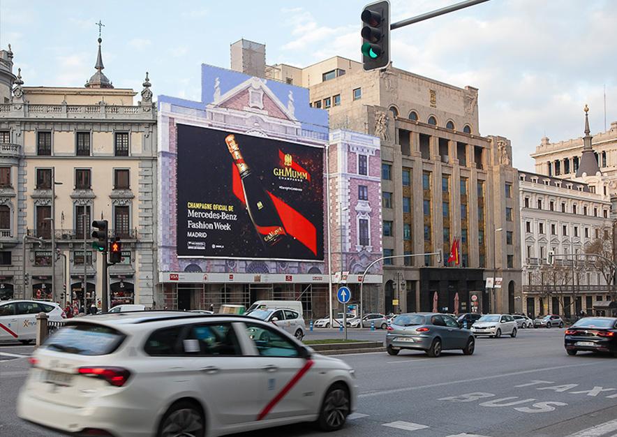 lona-publicitaria-madrid-alcala-43-mumm-mercedes-benz-fashion-week-dia-2-vsa-comunicacion