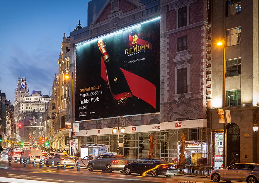 lona-publicitaria-madrid-alcala-43-mumm-mercedes-benz-fashion-week-noche-vsa-comunicacion