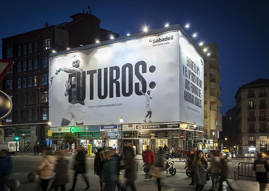 lona-publicitaria-madrid-mayor-44-banco-sabadell-noche-vsa-comunicacion