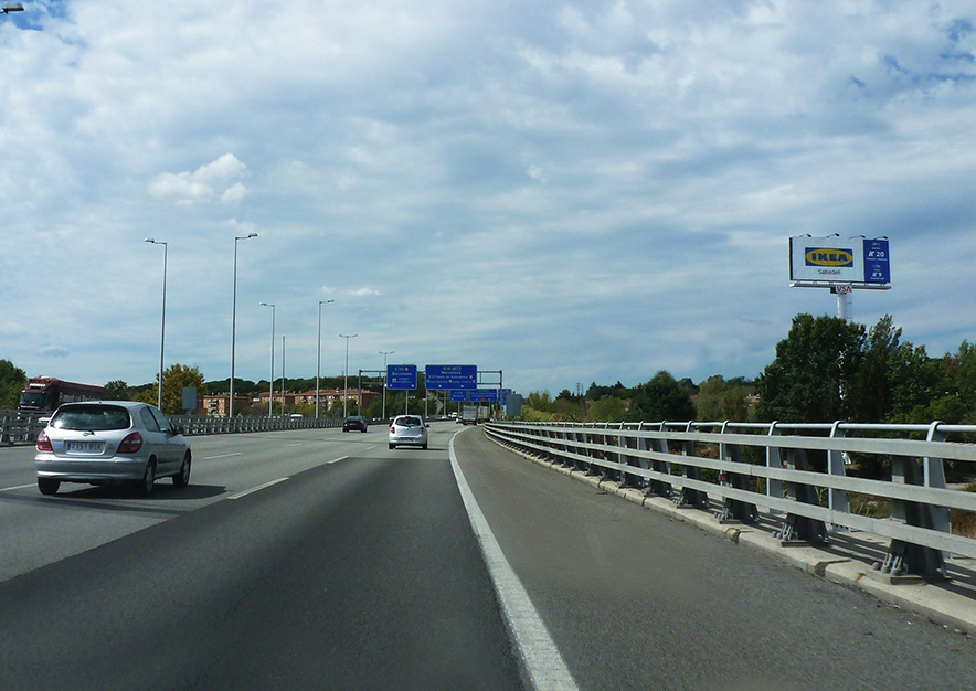 monoposte-barcelona-montmelo-entrada-ikea-montana-vsa-comunicacion