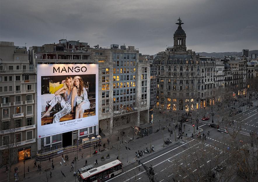 lona-publicitaria-barcelona-paseo-de-gracia-17-mango-noche-vsa-comunicacion