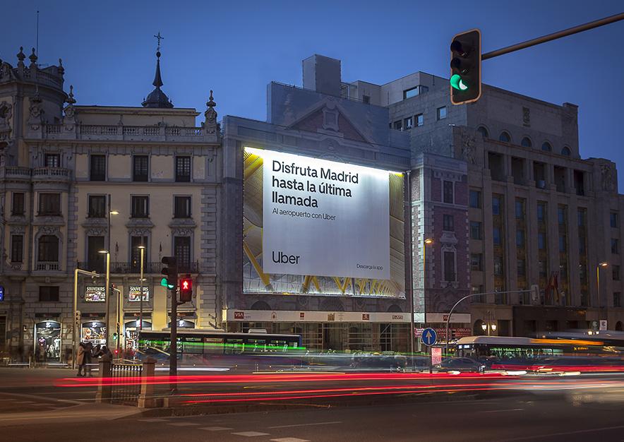 lona-publicitaria-madrid-alcala-43-uber-noche-vsa-comunicacion