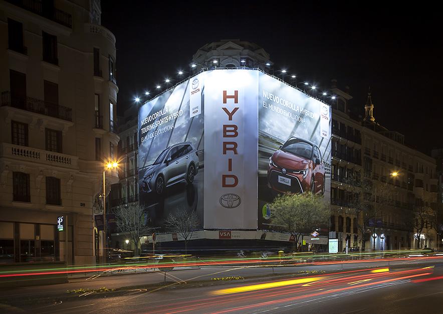 lona-publicitaria-madrid-alcala-75-toyota-noche-vsa-comunicacion