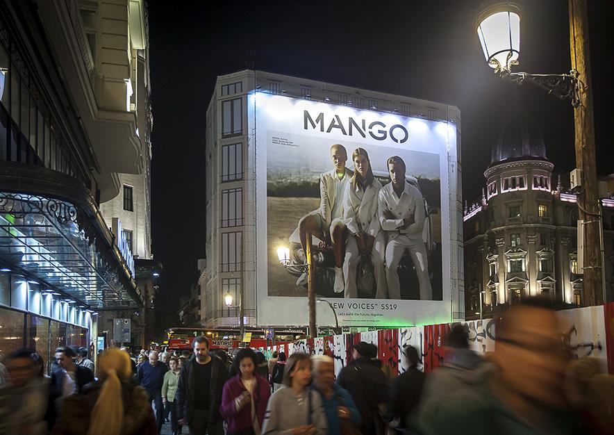 lona-publicitaria-madrid-gran-via-26-mango-noche-2-vsa-comunicacion