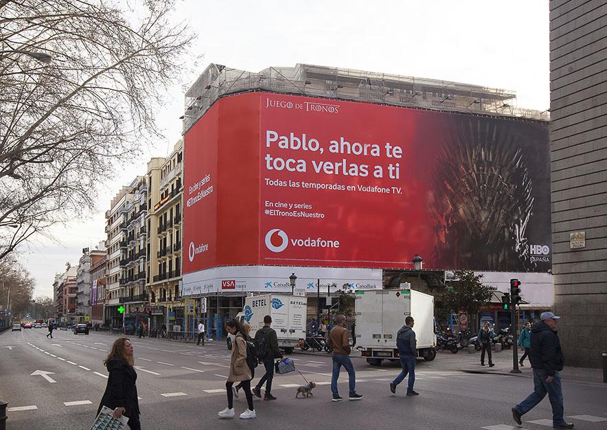 lona-publicitaria-madrid-plateria-martinez-1-vodafone-dia-vsa-comunicacion