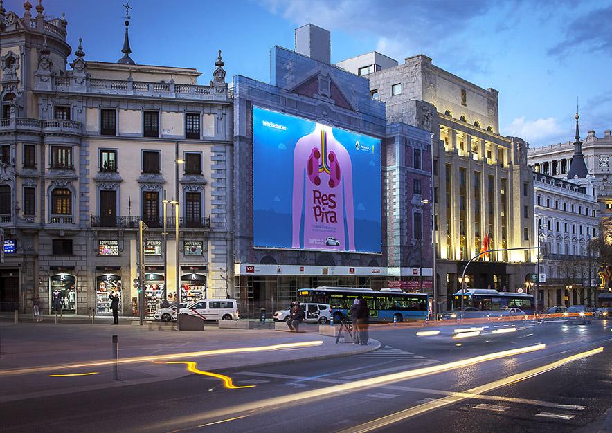 lona-publicitaria-madrid-alcala-43-renault-noche-vsa-comunicacion