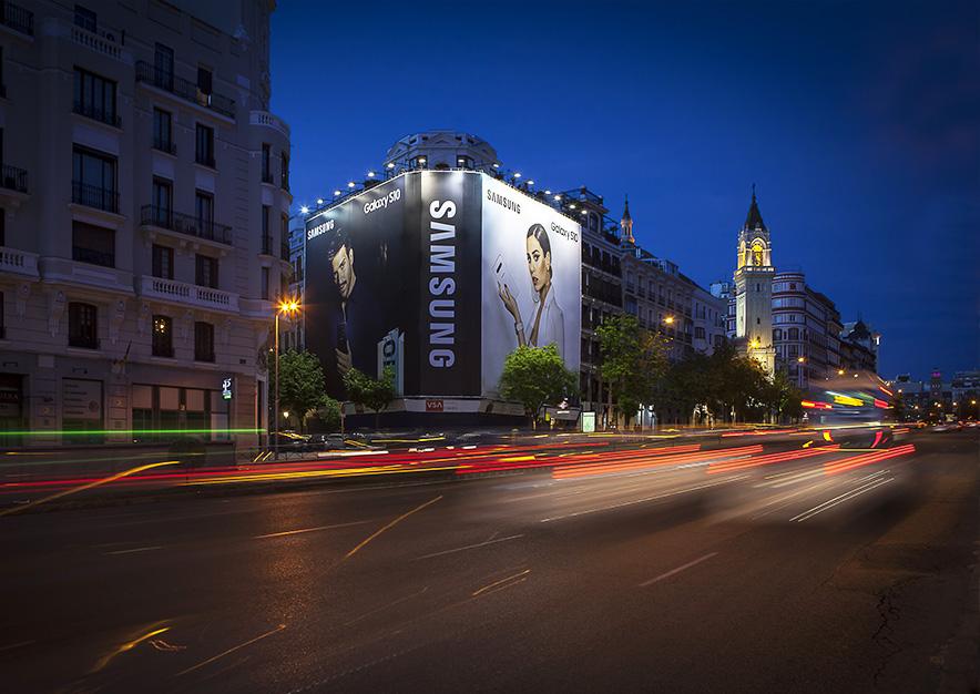 lona-publicitaria-madrid-alcala-75-samsung-noche-vsa-comunicacion
