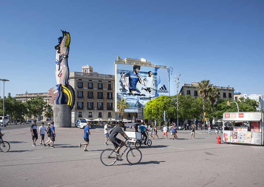 lona-publicitaria-barcelona-reina-cristina-adidas-dia-2-vsa-comunicacion