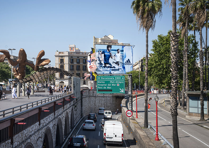 lona-publicitaria-barcelona-reina- cristina-adidas-dia-vsa-comunicacion