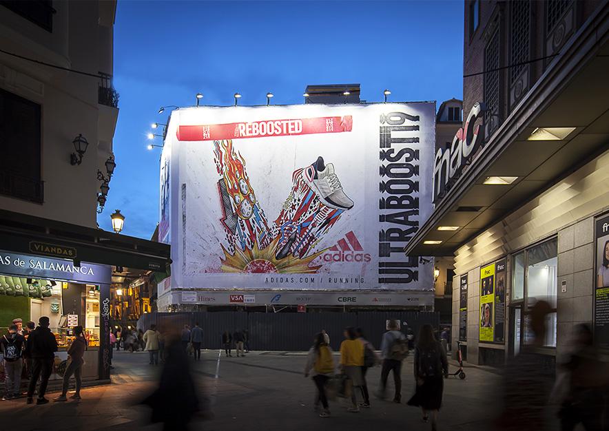 lona-publicitaria-madrid-preciados-13-adidas-noche-vsa-comunicacion