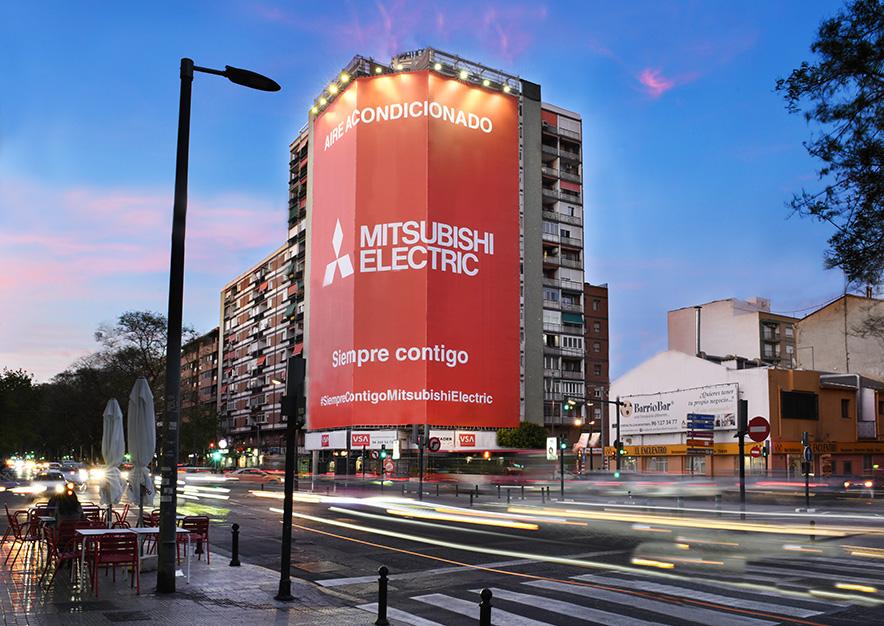 lona-publicitaria-valencia-avenida-del-puerto- 87-mitsubishi-noche-vsa-comunicacion