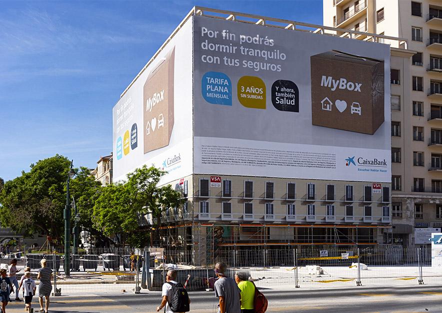lona-publicitaria-malaga-plaza-de-la-marina-10-equitativa-caixa-dia-2-vsa-comunicacion