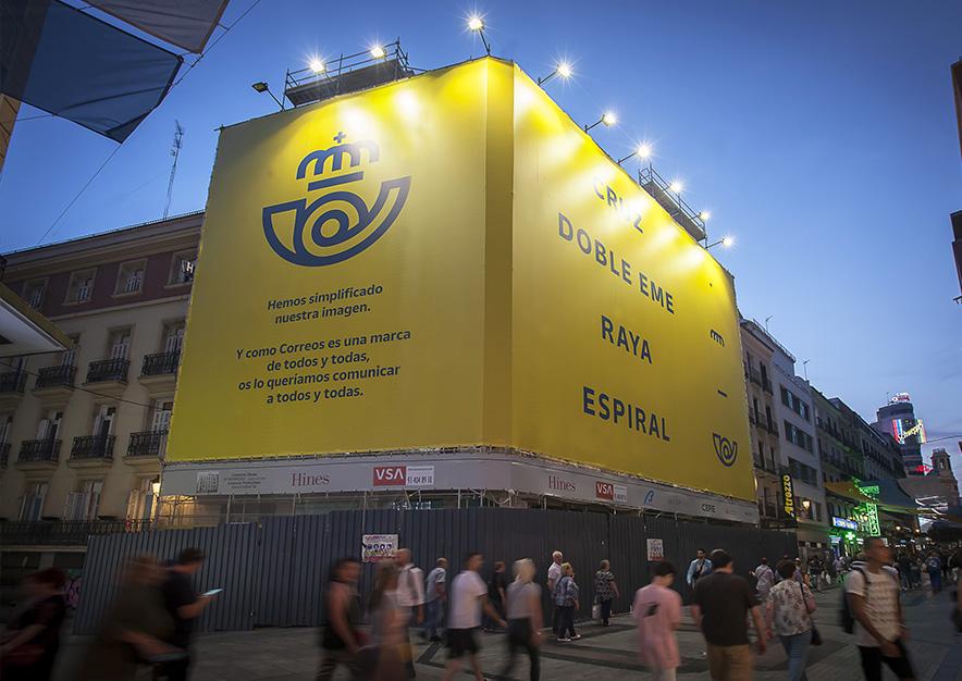 lona-publicitaria-madrid-preciados-13-correos-noche-vsa-comunicacion