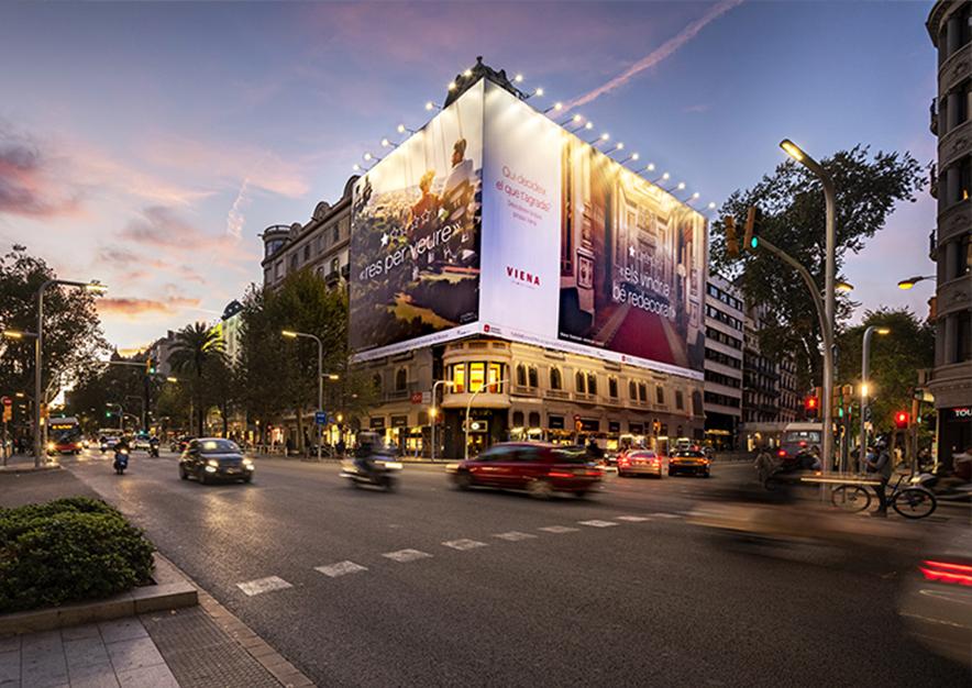 lona-publicitaria-barcelona-avenida-diagonal-482-turismo-de-viena-noche-vsa-comunicacion