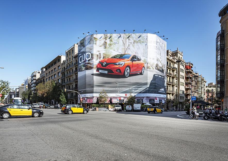 lona-publicitaria-barcelona-balmes-64-renault-clio-dia-vsa-comunicacion