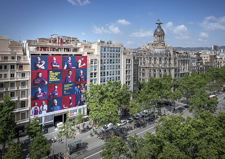 lona-publicitaria-barcelona-paseo-de-gracia-17-nike-dia-vsa-comunicacion