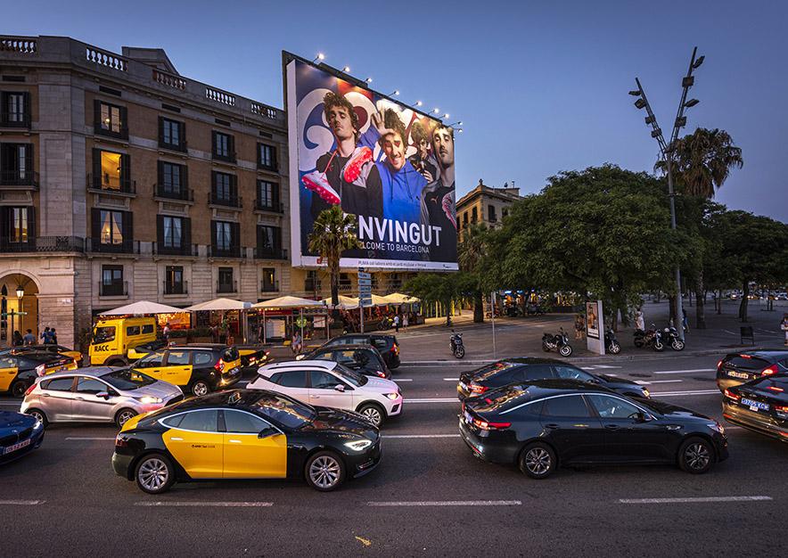 lona-publicitaria-barcelona-reina- cristina-puma-noche-vsa-comunicacion