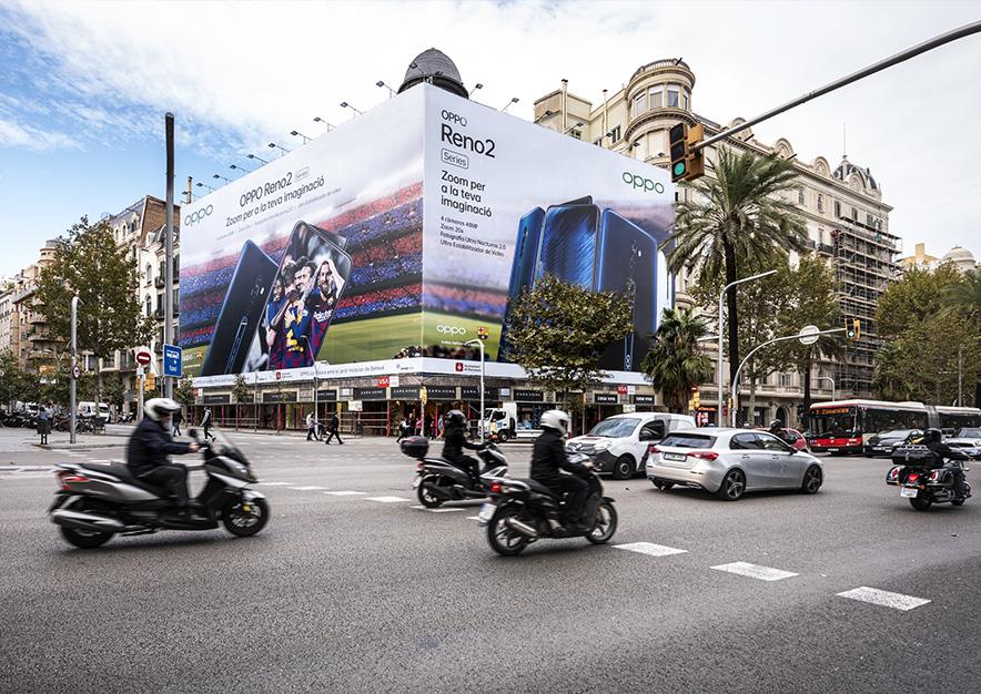 lona-publicitaria-barcelona-avenida-diagonal-490-oppo-dia-vsa-comunicacion