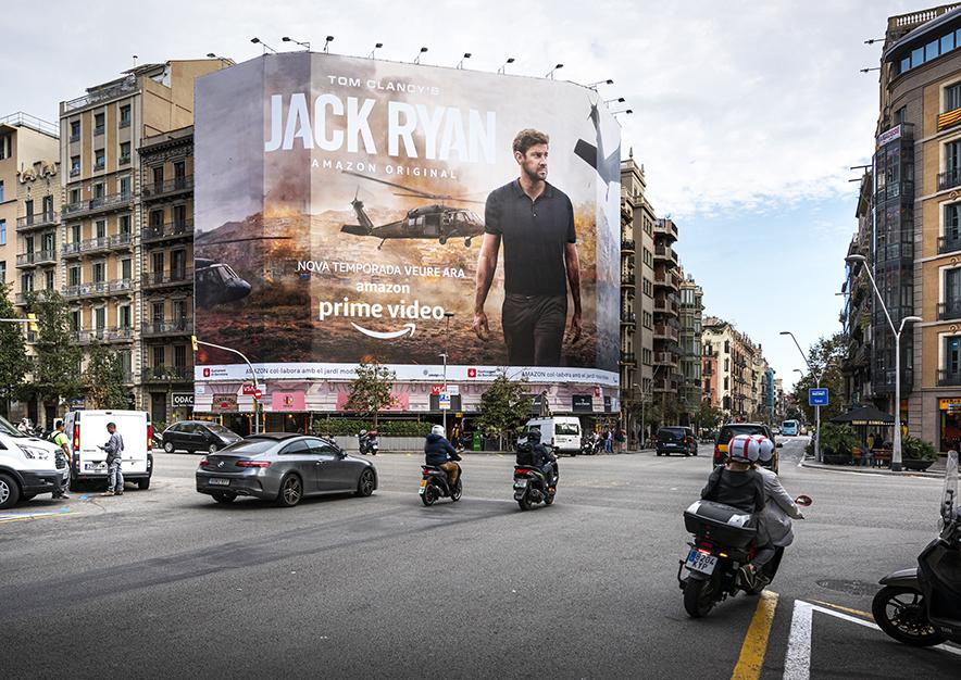 lona-publicitaria-barcelona-balmes-64-amazon-dia-vsa-comunicacion